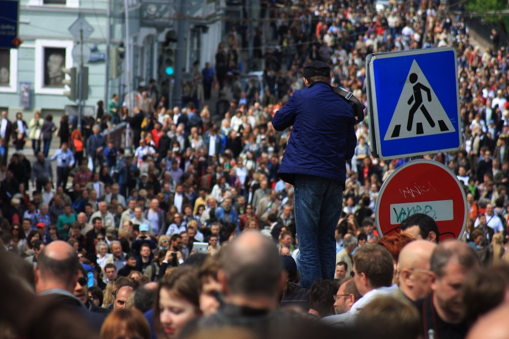 Moscow crowds at the anti-Kremlin Writers Walk organised by Akunin in 2012. Image: Howard Amos