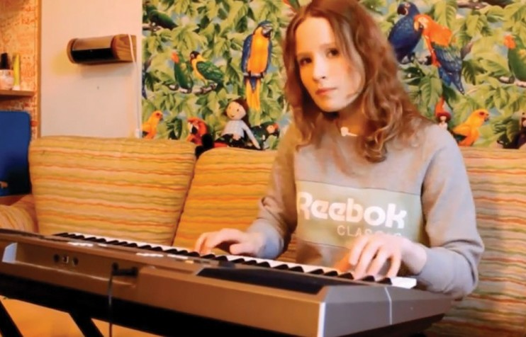 Meet Monetochka: this teenager's songs went viral. Don't be fooled by her sweet voice