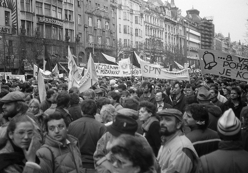 These 5 books lay bare what life was really like when communism fell in Eastern Europe