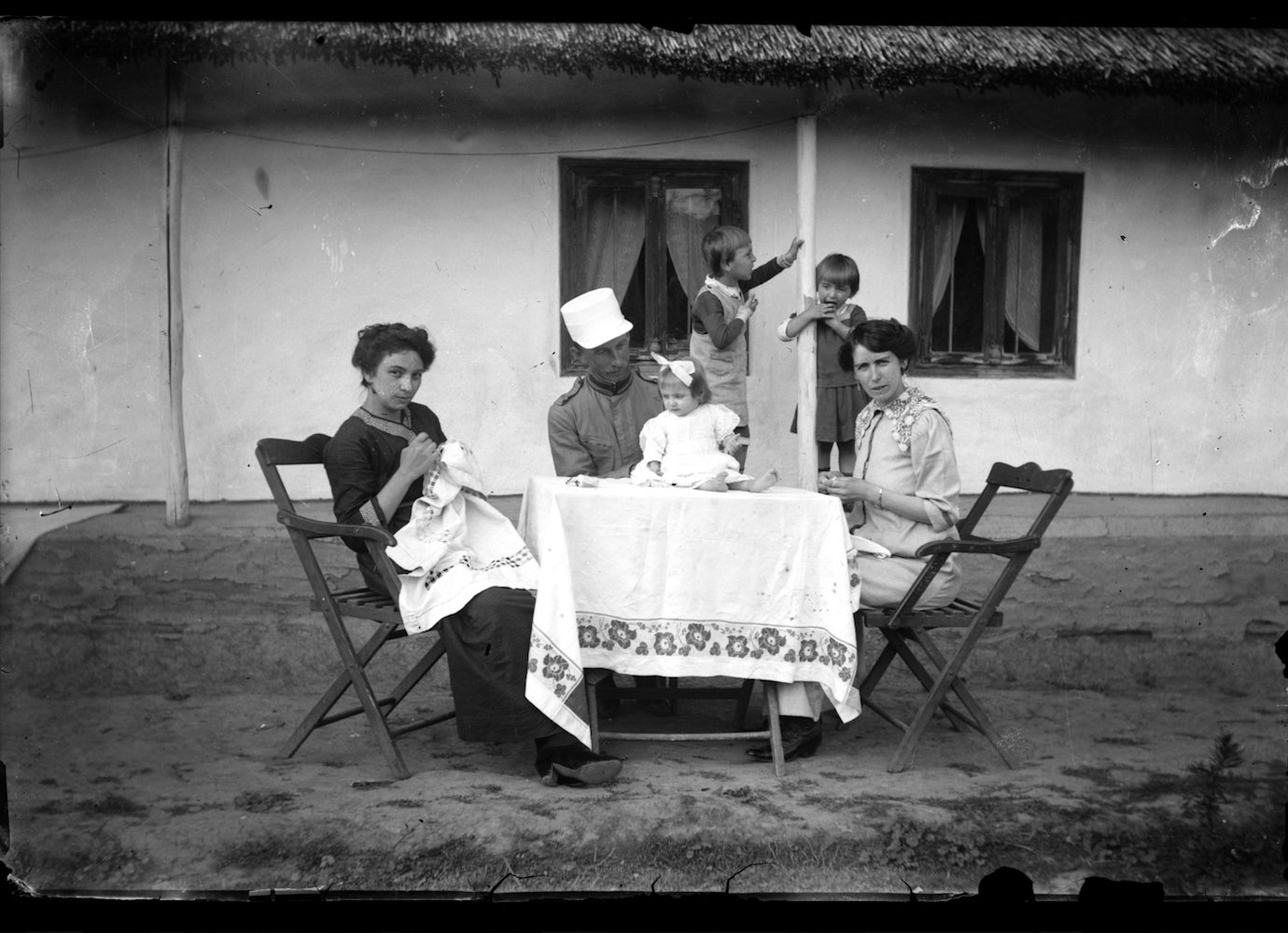 A digital photo archive shows everyday life in 20th-century Romania