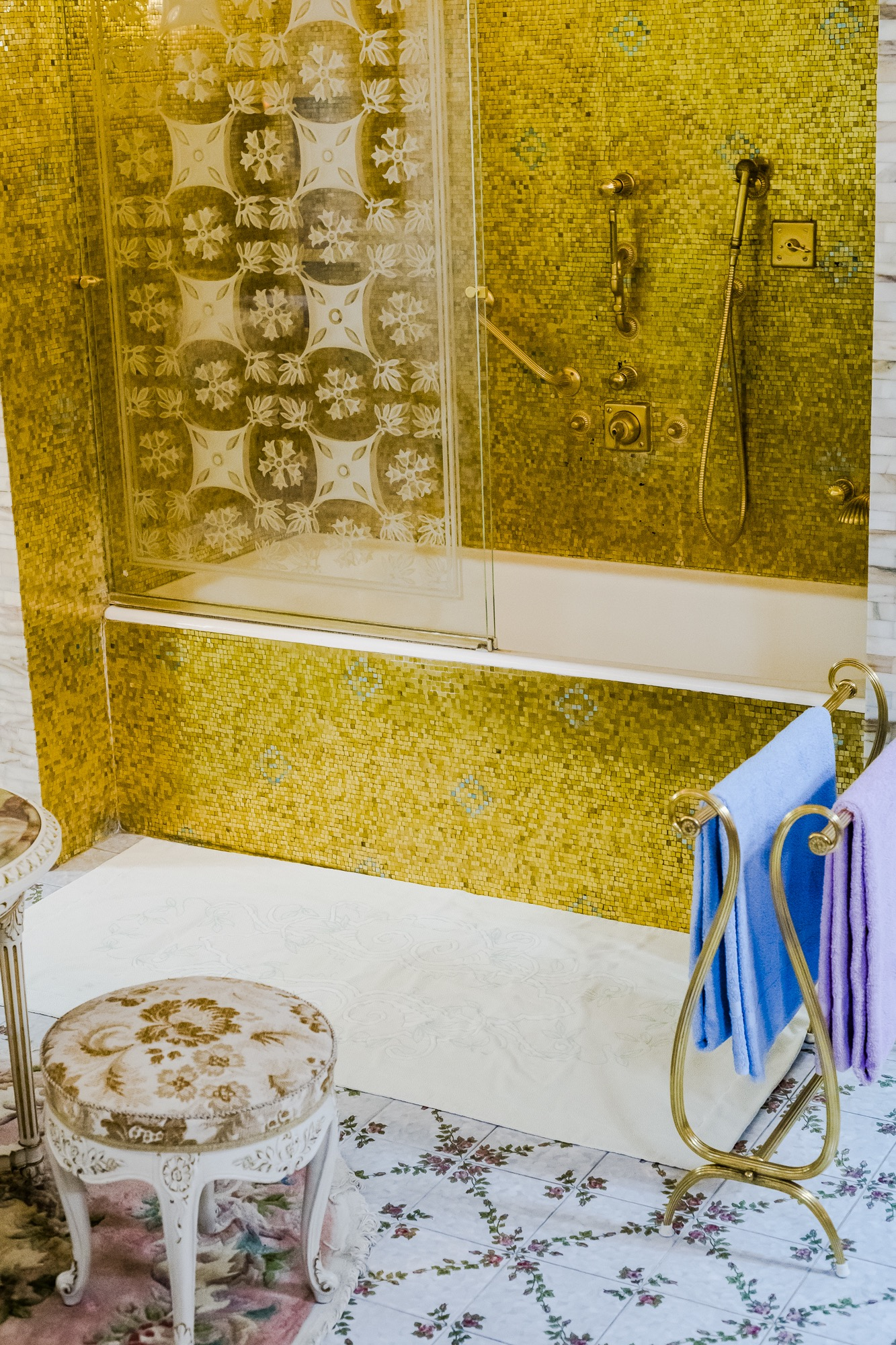 The bathroom in the private house of the Ceaușescus