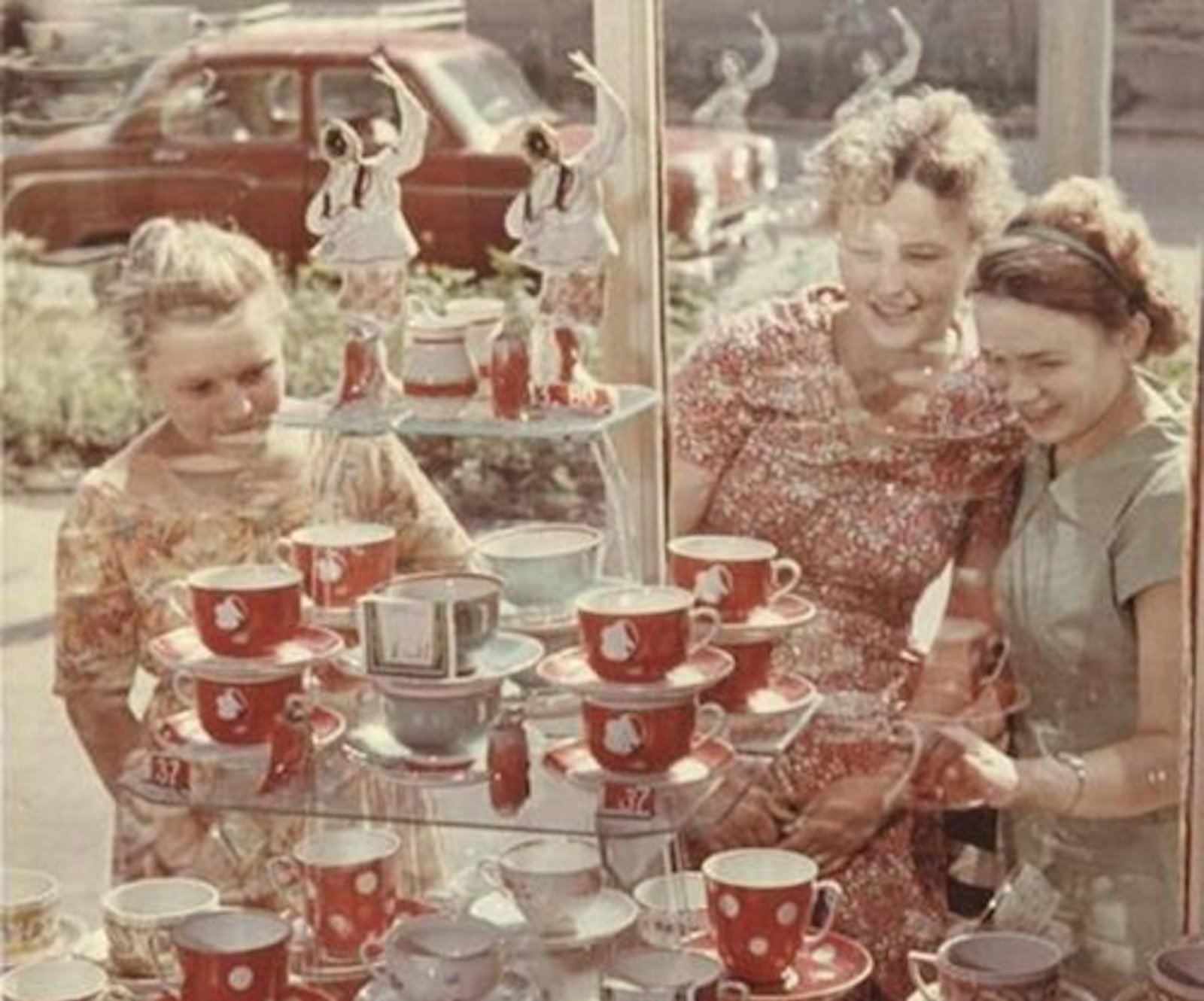 Rose-tinted revolution: see everyday Soviet life in full colour