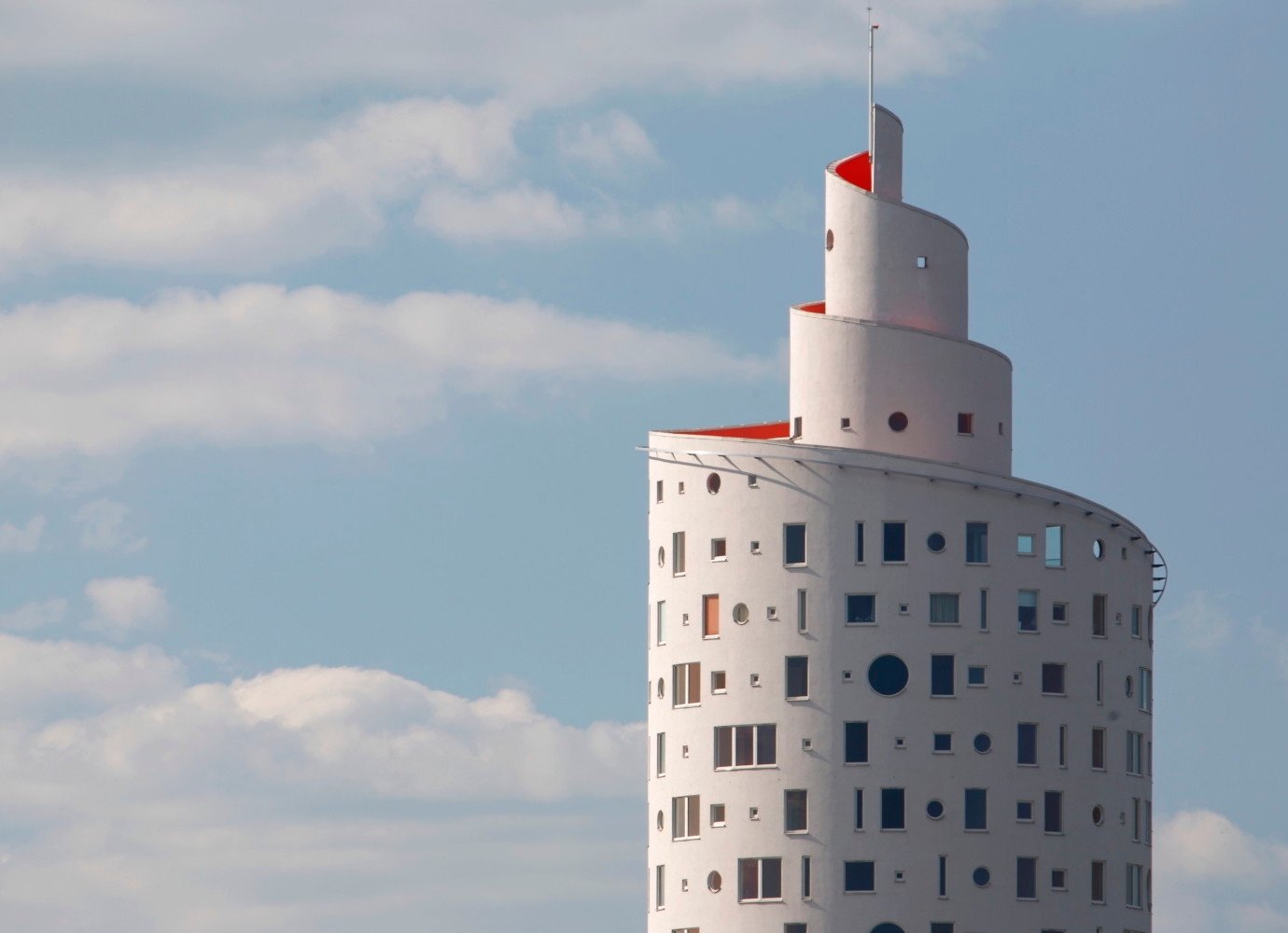 Tartu's Snail Tower is a spiral-shaped postmodern tribute to eternity | Concrete Ideas