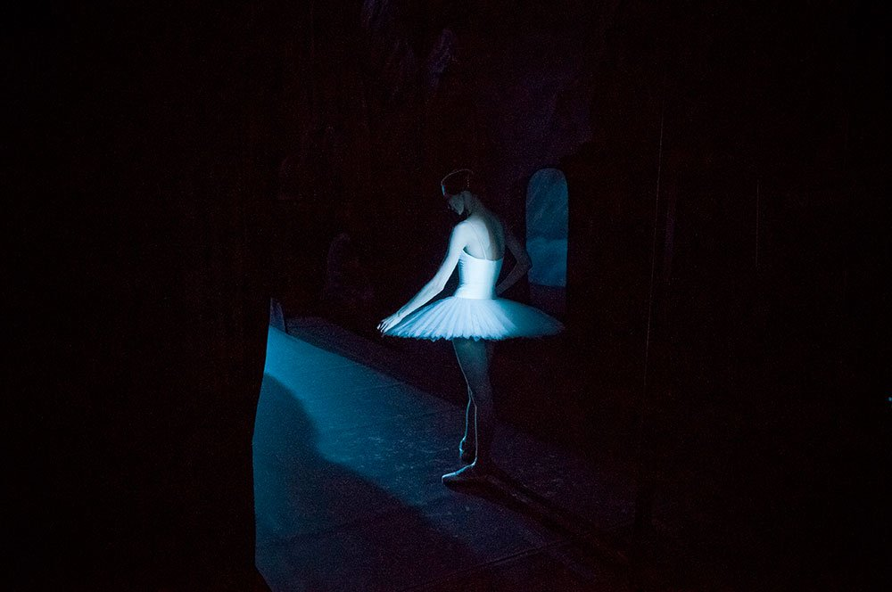 Dancer backstage at <em>La Bayadere</em>