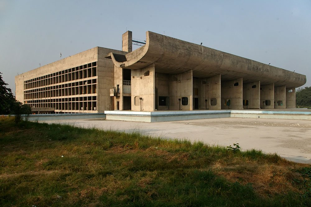Le Corbusier's Palace of Assembly, Chandigarh, in 2006. Image: Dave Morris under a CC licence.