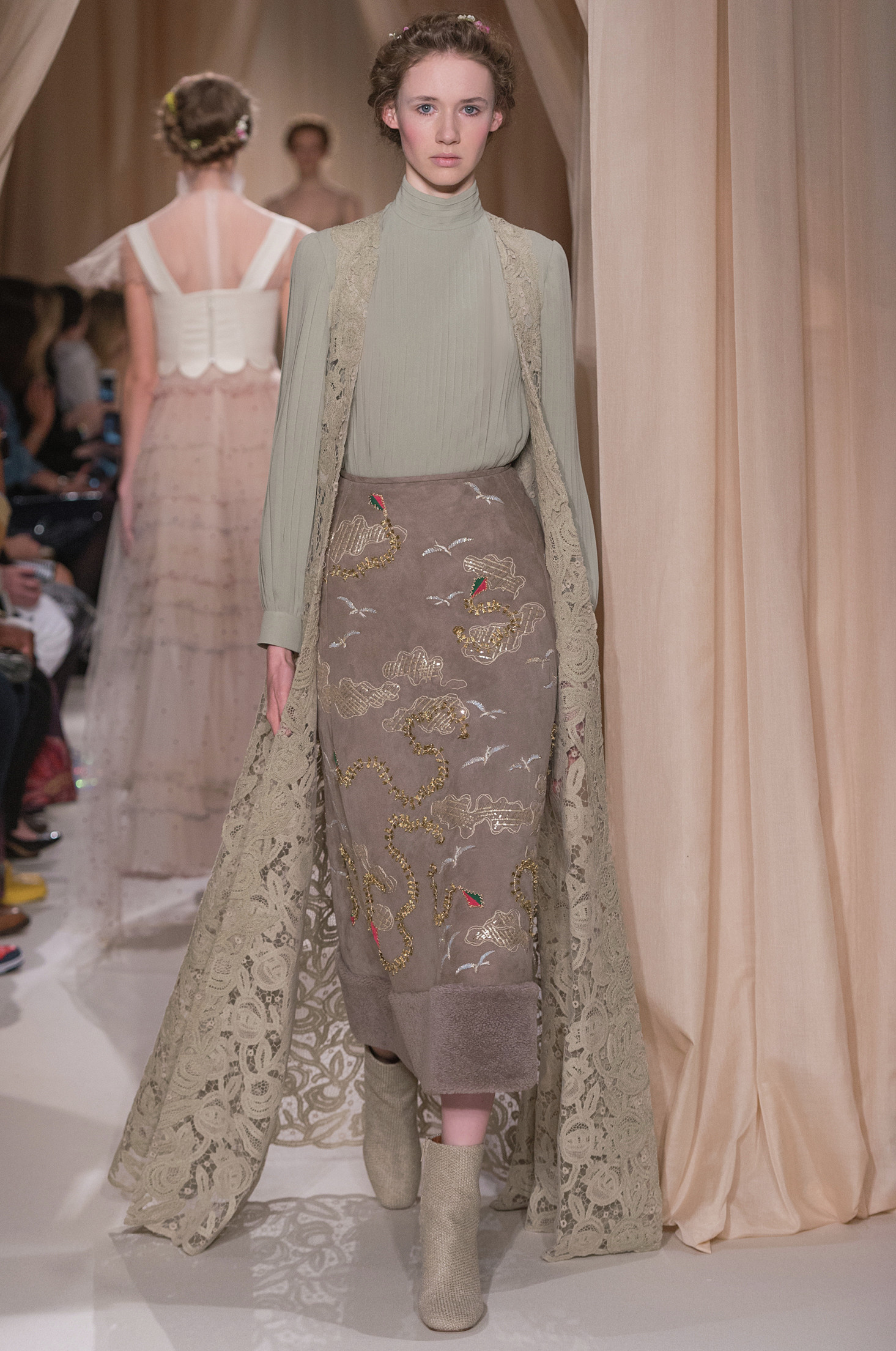Pomegranate motif from Valentino's S/S 2015 couture collection. Image: Yannis Vlamos/style.com