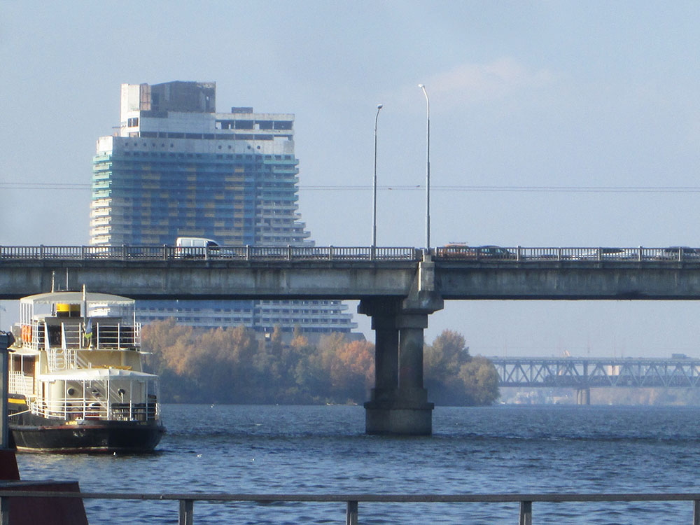 Dnipro river with the Parus Hotel. Image: Owen Hatherley