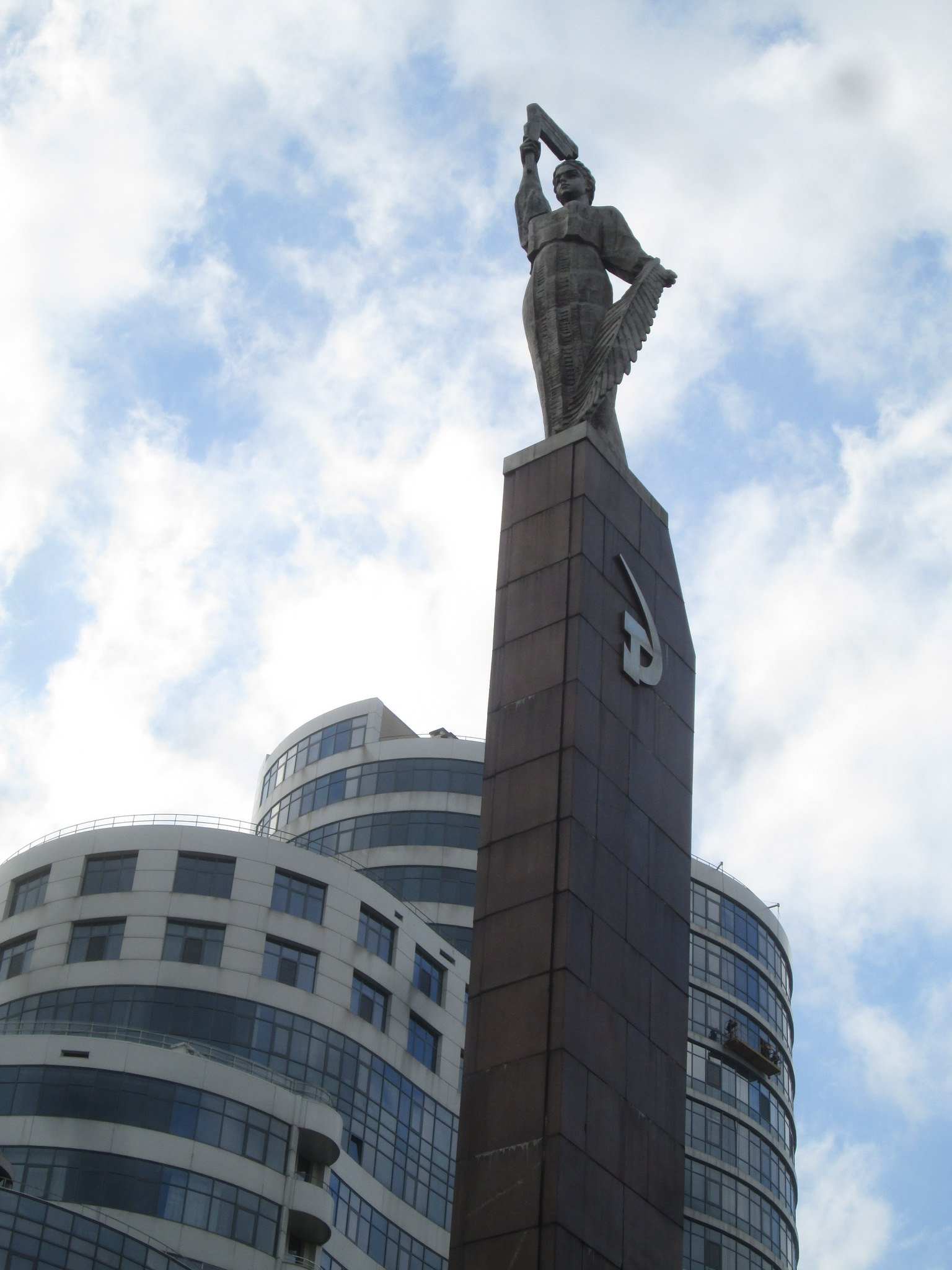 Soviet sculpture at Victory Embankment. Image: Owen Hatherley