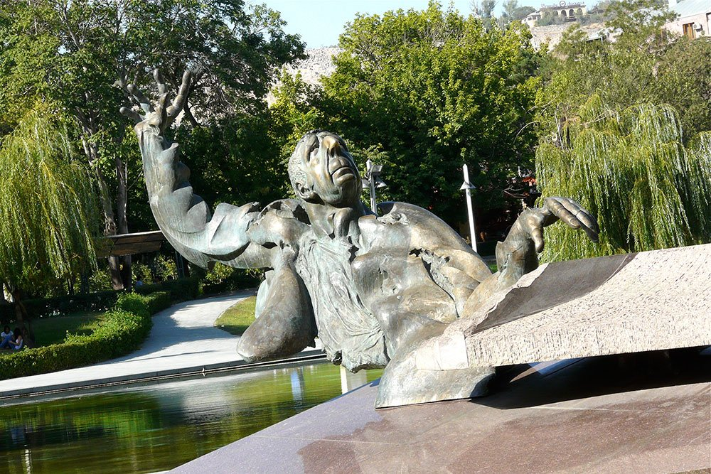 Arno Babajanian statue in Yerevan. Image: Rita Willaert under a CC licence