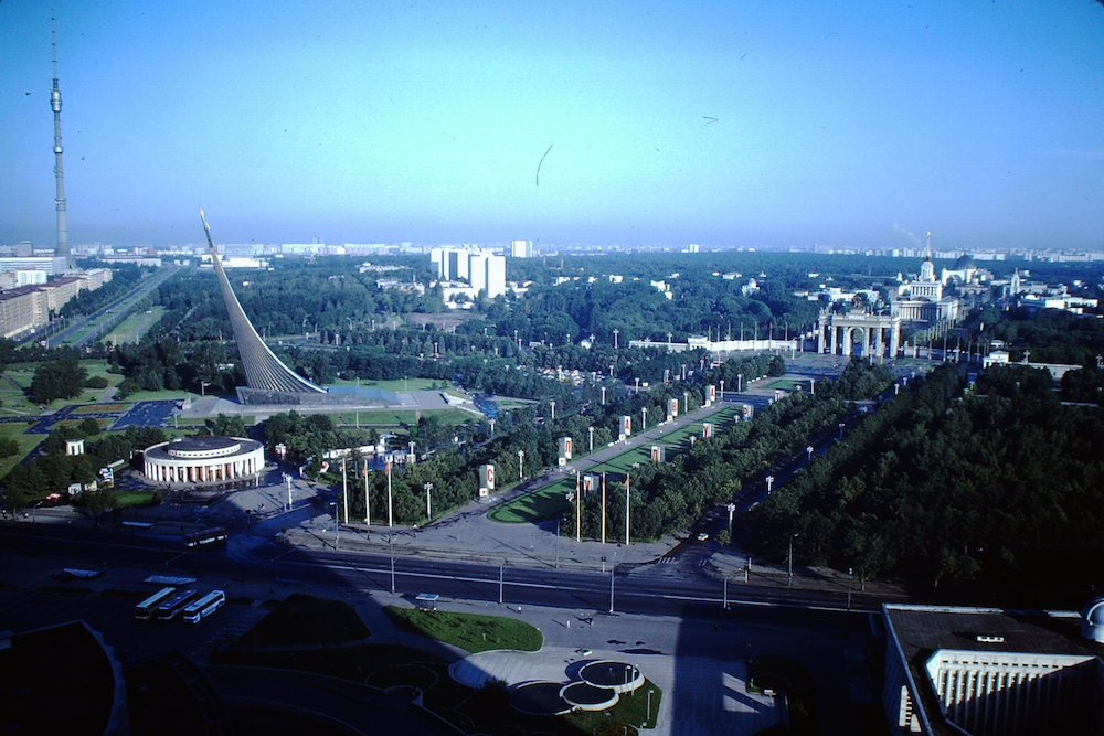 The Monument in the grounds of the VDNKh exhibition park in 1984 (image: Fonds Brumter under a CC licence)