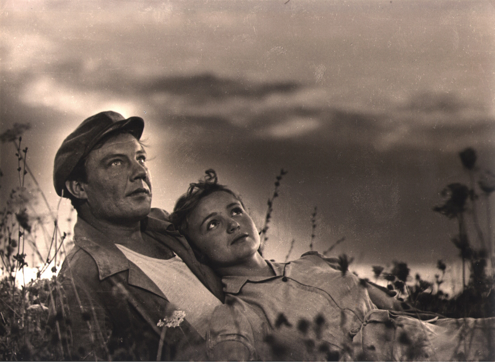 Still from <em>Poem of an Inland Sea</em>, dir. Yuliya Solntseva (1958). Image courtesy of Gosfilmofond