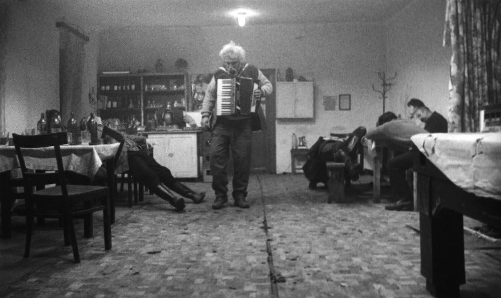 Still from Sátántangó (1994 (image courtesy of Béla Tarr)