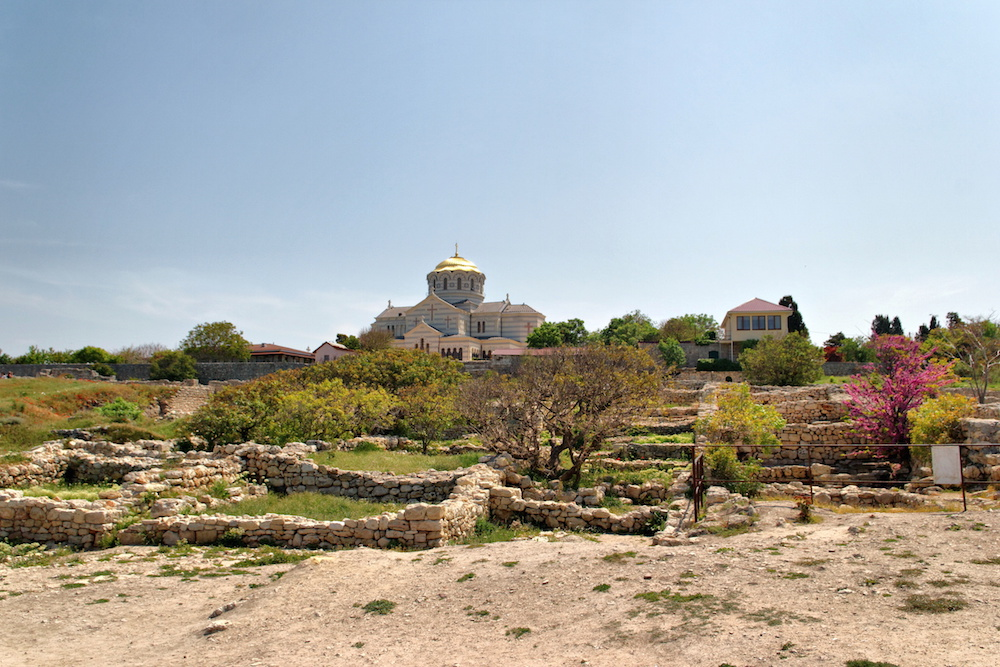 The newly-built St Vladimir Cathedral above the antique ruins at Chersonesus (Alexxx Malev under a CC licence)