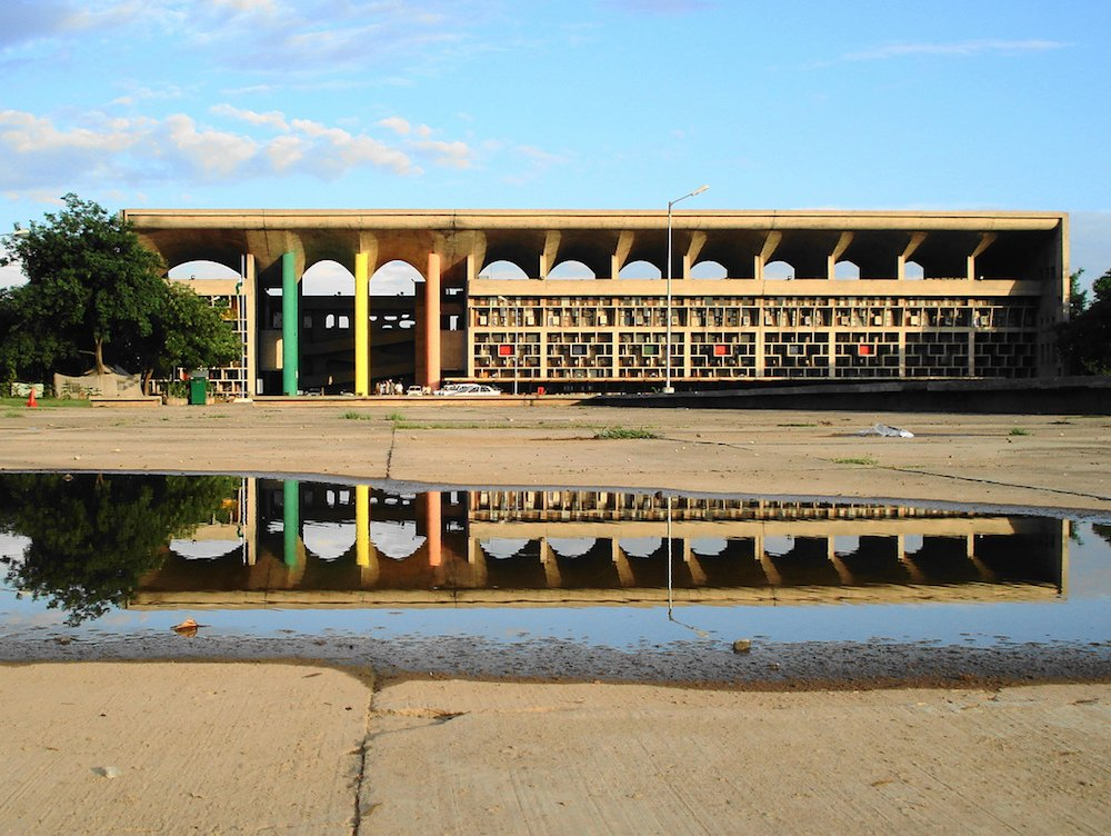Le Corbusier's High Court, Chandigarph. Image: gb pandey under a CC licence