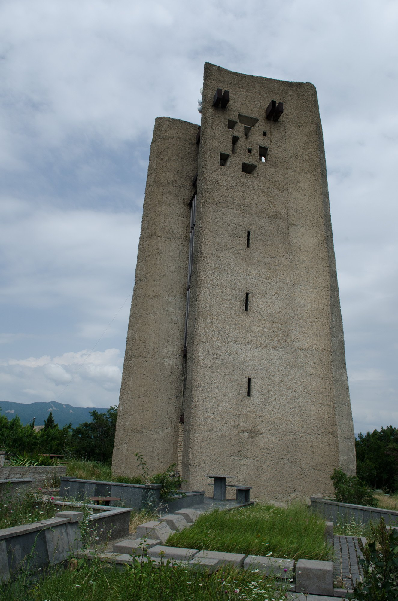 The water tower at Mukhatgverdi has echoes of Erno Goldfinger's Balfron Tower. Image: Vladimer Shioshvili