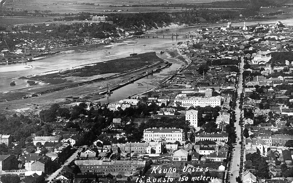 Historical photograph Kaunas on the banks of the River Nemunas (image: elem under a CC licence)