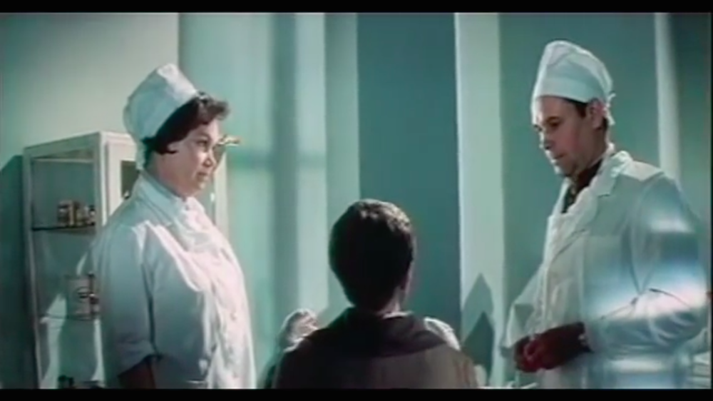 Aleksandr Shmelev (right) in his cameo as a plastic surgeon in <em>Skvorets and Lira</em> (image: Youtube)