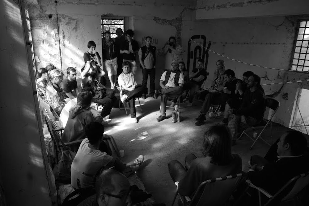 Public discussion during an exhibition held in the former Inex cinema building under occupation. Image: Nenad Nikolić/kursog.blogspot.