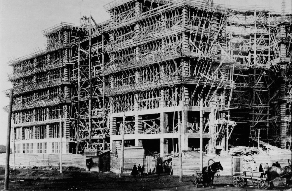 Derzhprom under construction in 1927.