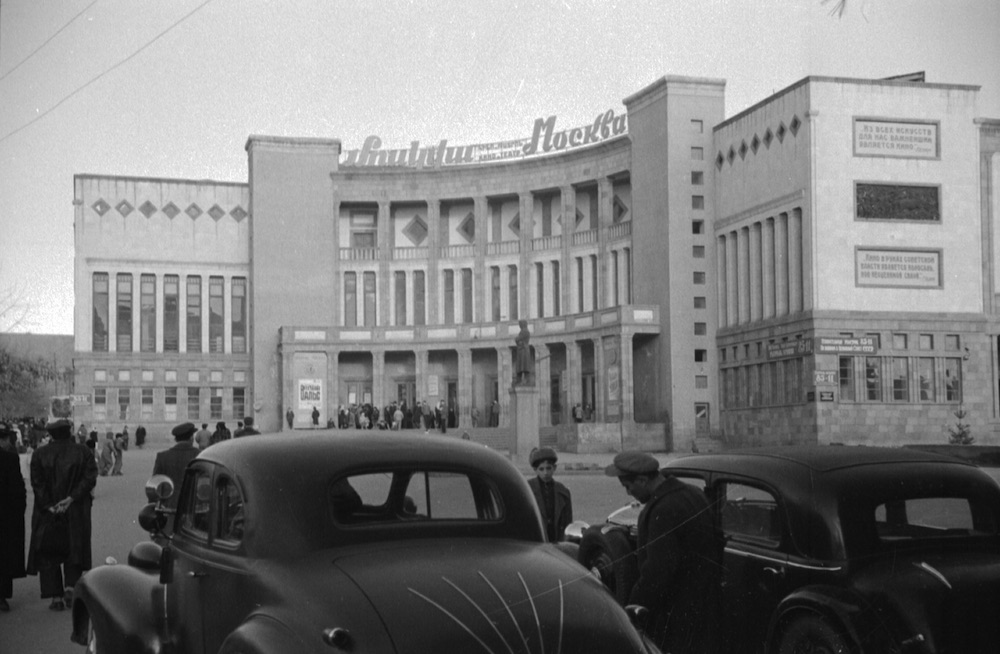 The Moskva Cinema in 1946. Photo from the collection <em>My Yerevan</em> by Garegin Zakoyan, Max Sivaslian and Vahan Navasardian