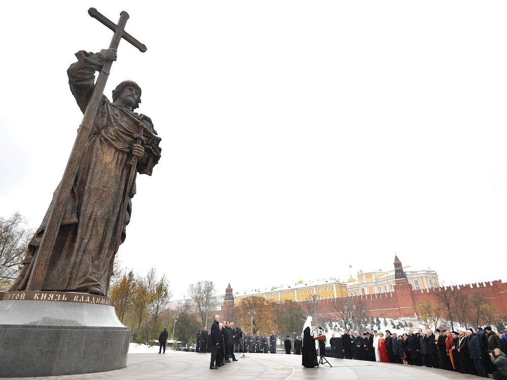 The statue to Prince Vladimir, ruler of the medieval state of Kievan Rus, recently erected outside the Kremlin. Image: kremlin.ru