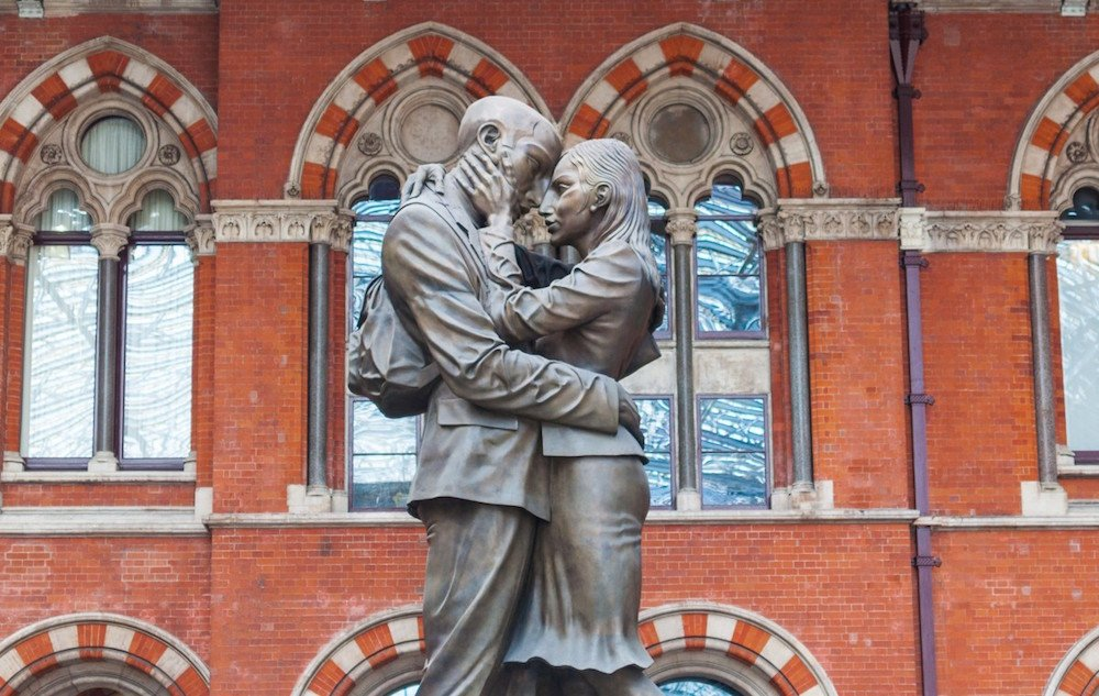 Paul Day's <em>The Meeting Place</em> in London's St Pancras railway station
