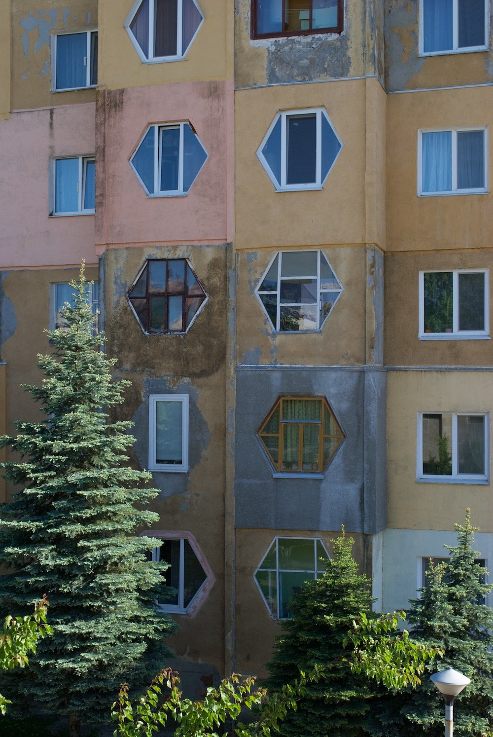 A building in the Azerbaijan quarter. Image: Aleksandra Burshteyn