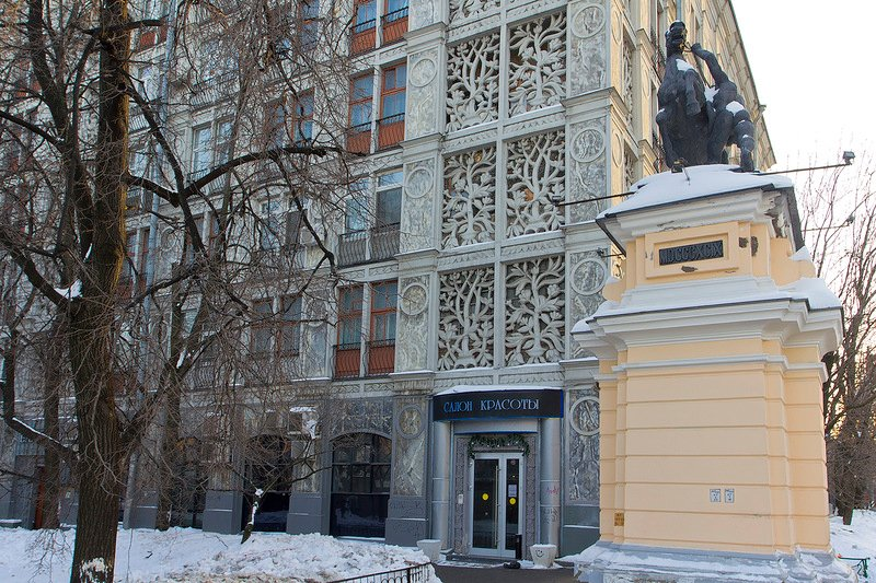Housing block on Leningradsky Prospekt, designed by Andrei Burov (1938)