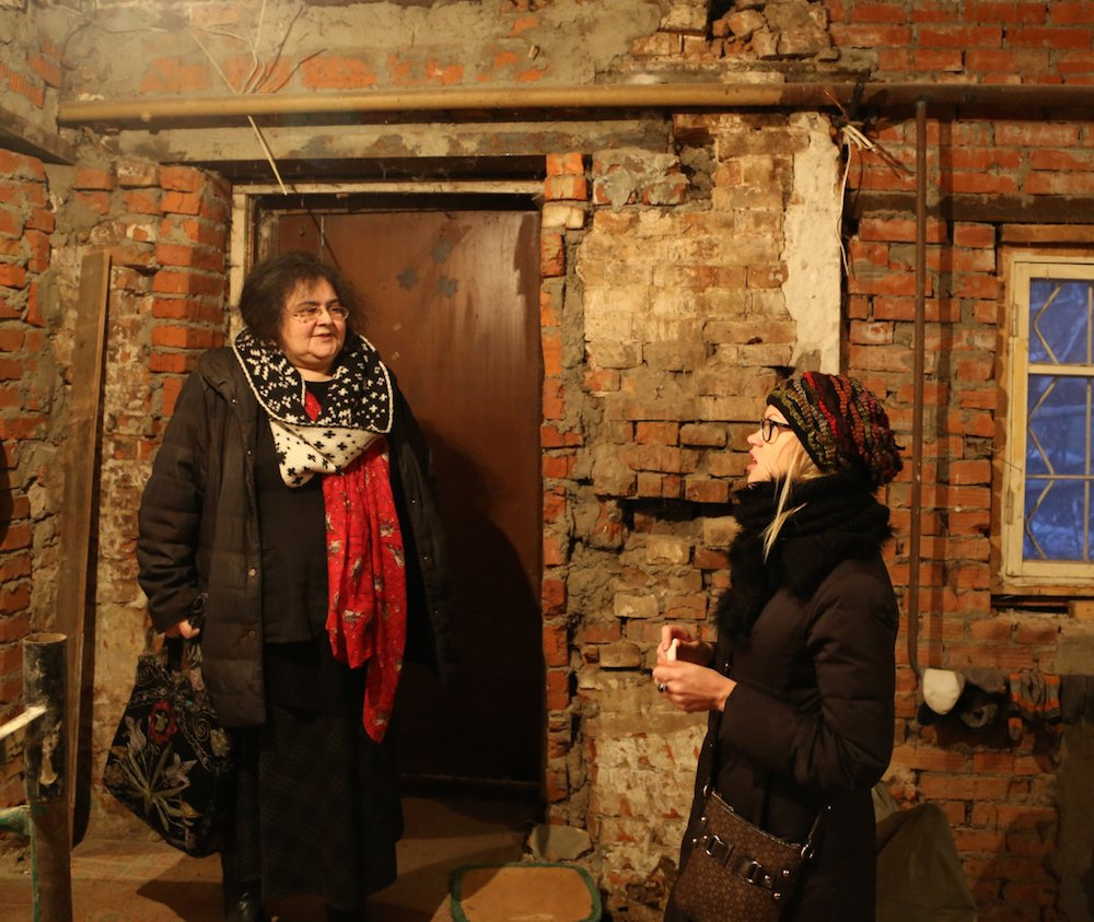 Teatr.doc co-founder and director Elena Gremina (l) and actress Anna Kotova-Deryabina (r) at the opening of Teatr.doc's new venue (Photo: Oleg Karlson)