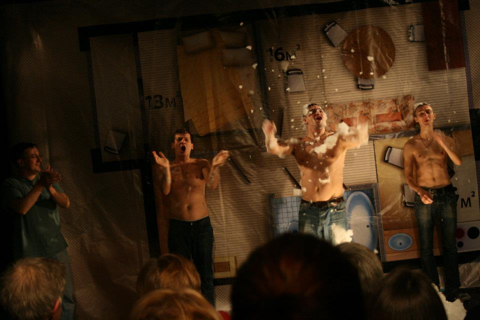 A production of <i>Two in Your Home</i> at the previous Teatr.doc venue on Tryokhprudny pereulok (Photo: Anastasia Patlai)