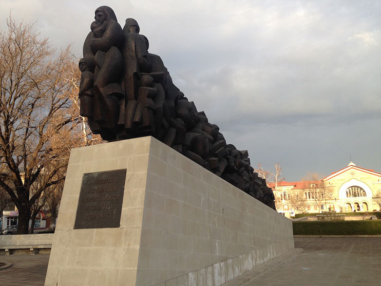 Monument to the victims of Stalinist repression. Image: Georgiana Murariu