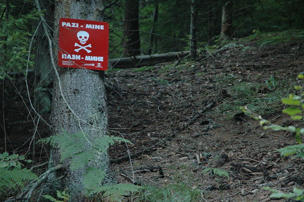 Minefield between the towns of Jajce and Travnik, Bosnia. Original image: Jakub Sochacki under a CC licence