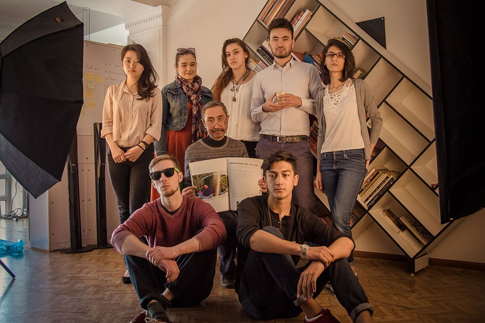 Jamshed Kholikov and students in Dushanbe ArtGround