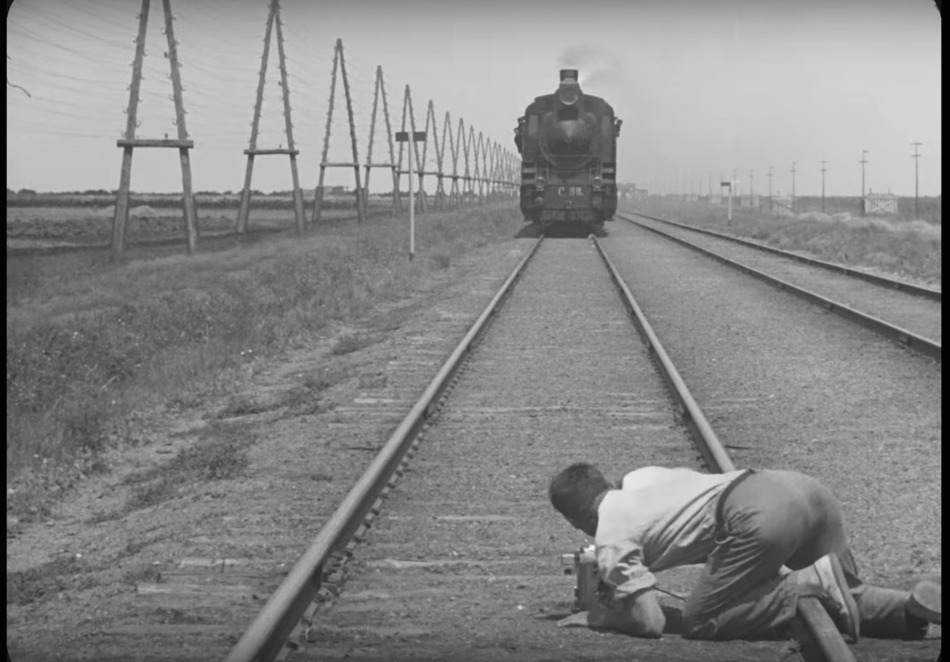 the soviet life in dziga vertovs man with a movie camera Man with a movie camera aka chelovek s kinoapparatom cinema is for us the most important of arts- lenin produced by vufku directed by dziga vertov.