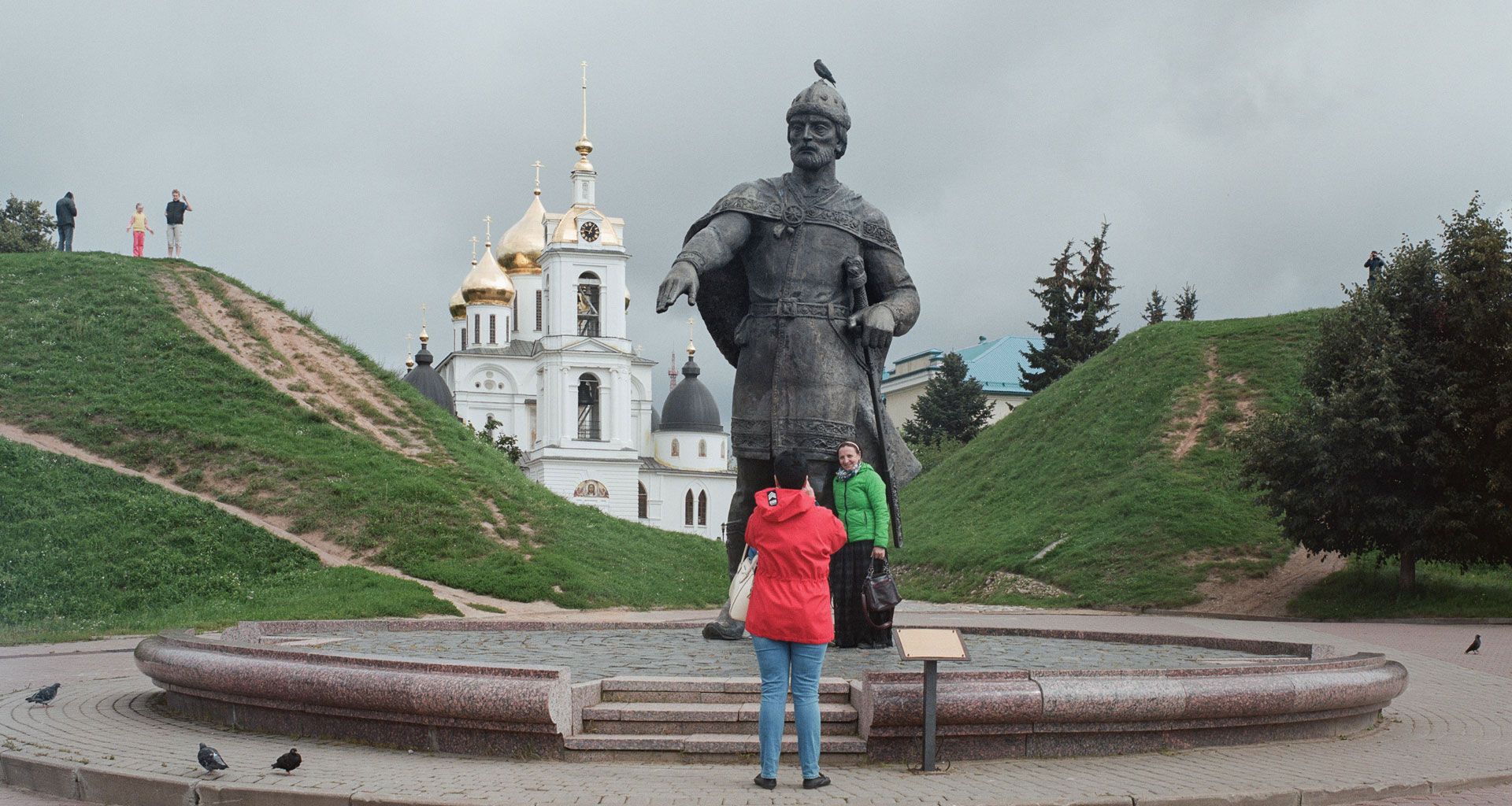 Lofty statues and roadside oddities: what can we learn about Russia in Moscow's margins?