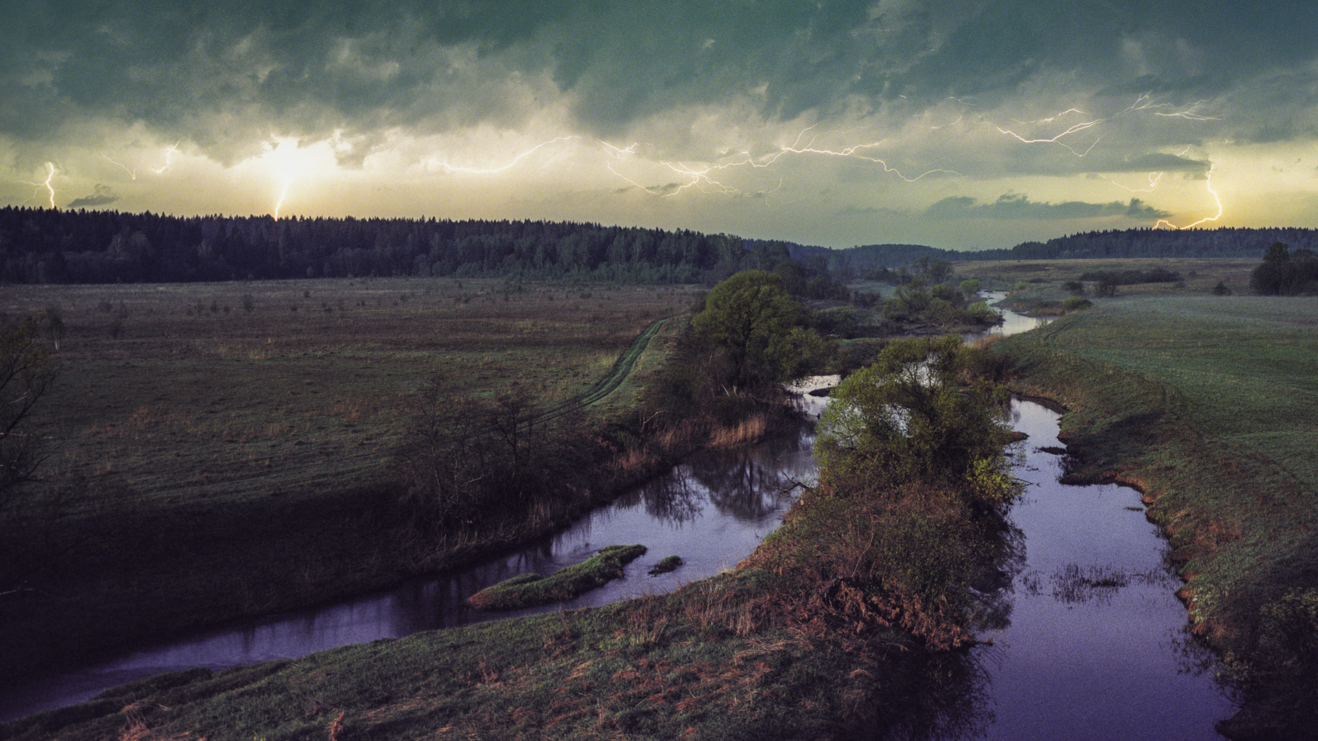 A visual diary of a Russian river, providing direction in moments of doubt