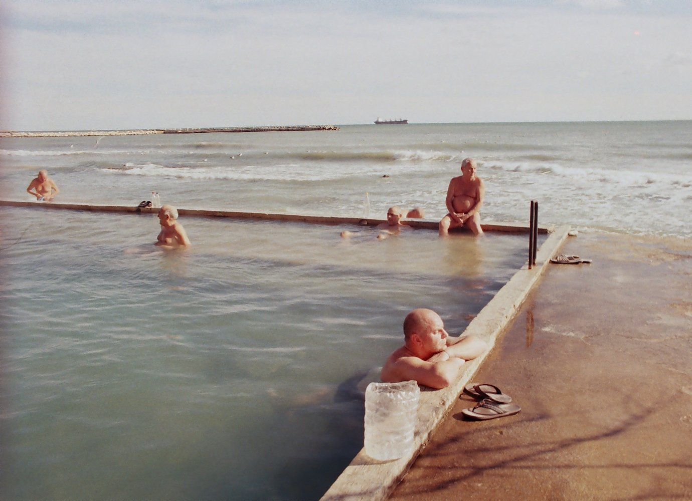 Set on the Black Sea, this tender documentary about a swimming pool is a window onto Bulgaria