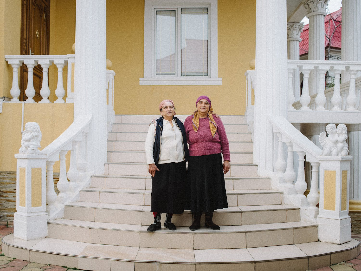 Judge Pătrunjel's (third) wife, Tatiana, and her sister, Maria, living in the same house