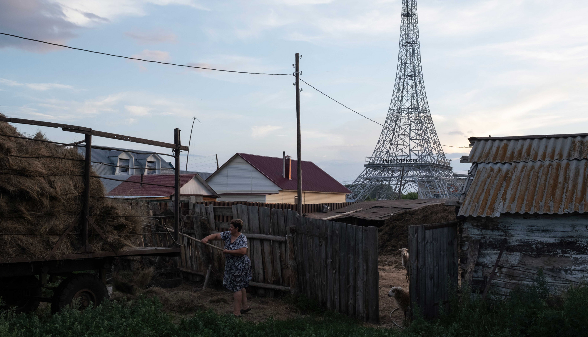 Bonjour, Parizh: I visited the Russian village with its very own Eiffel Tower