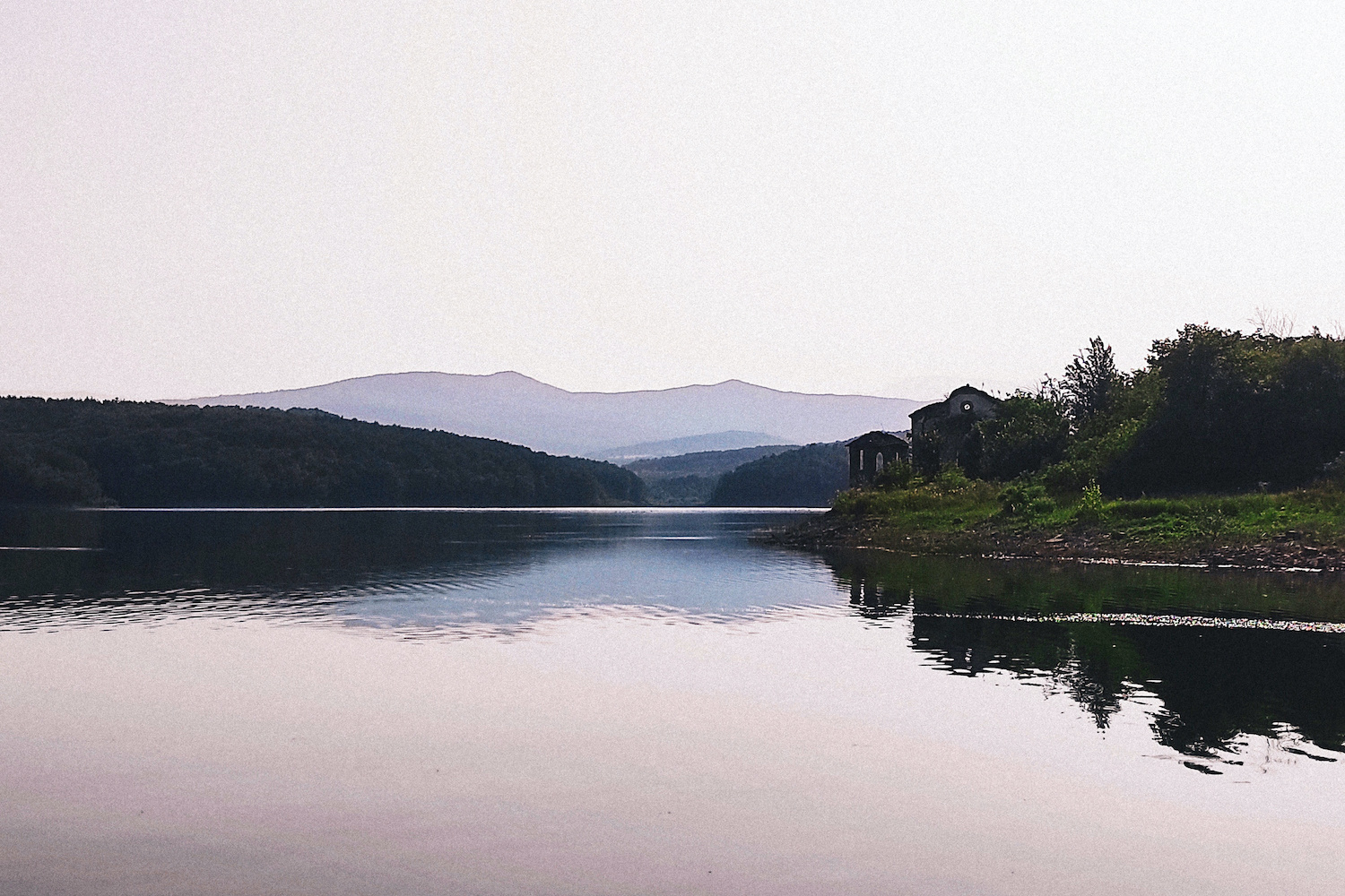 A picture of the Ogosta reservoir today