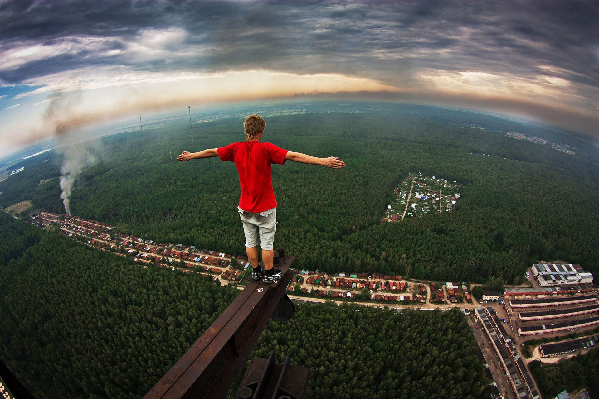 Roof of the world: Russian daredevils have scaled global ...