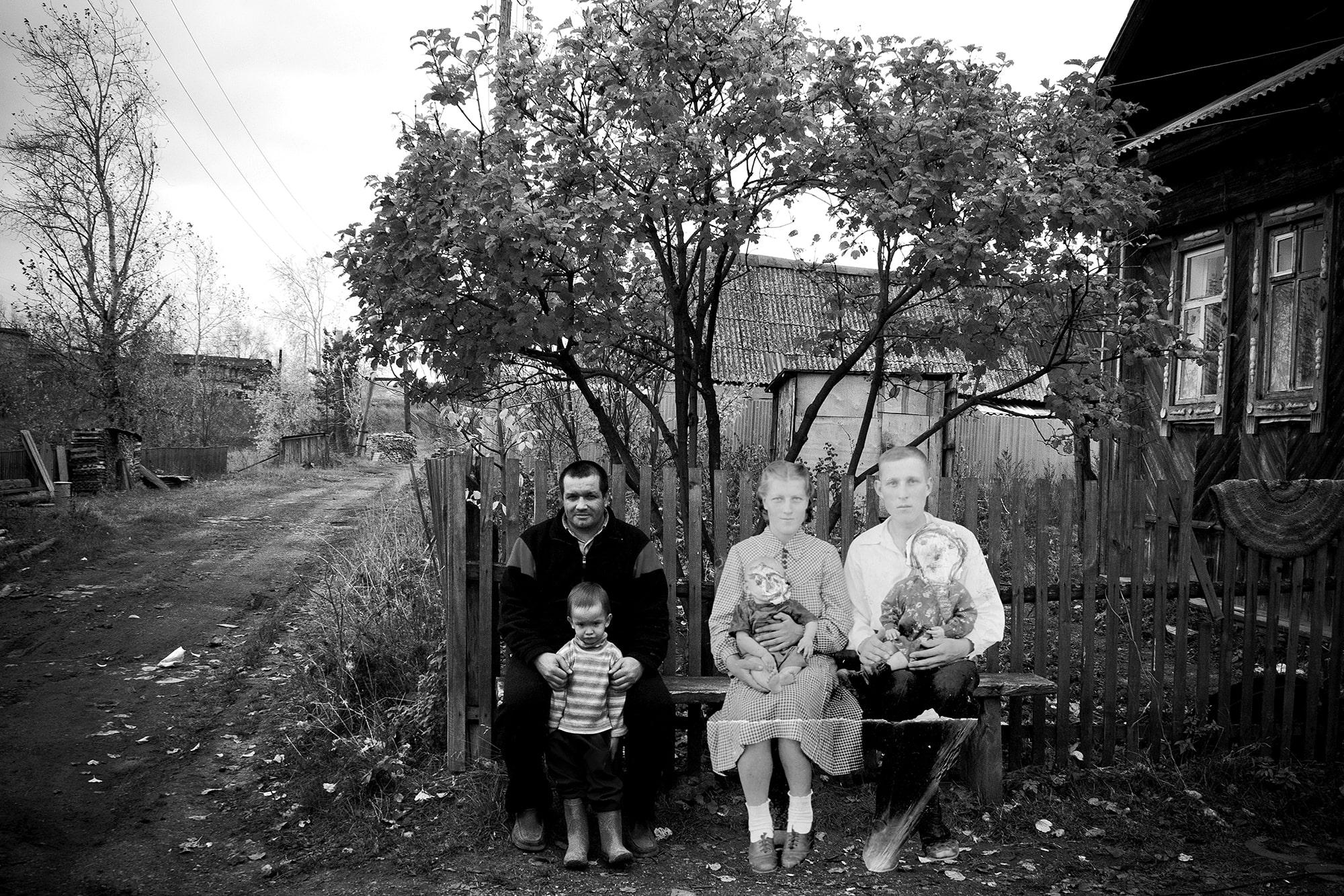 From the Staraya Utka project, 2013. The project includes Poteryaev's own works and the archival photographs of the residents