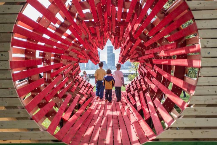 Maple leaf tunnel installation marks 60th anniversary of Hungarian Revolution