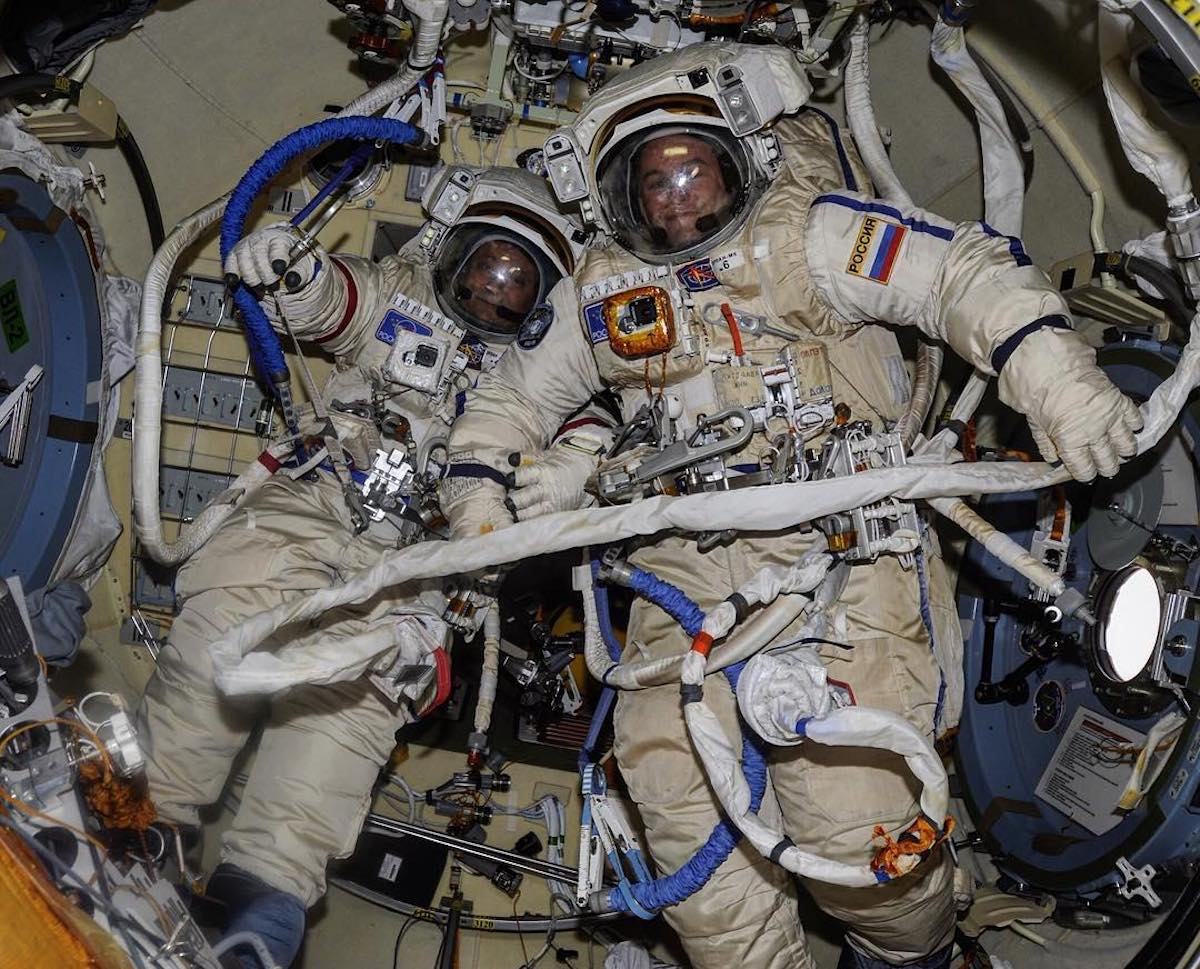 Aspiring astronauts apply in their hundreds for Russia's first moon mission