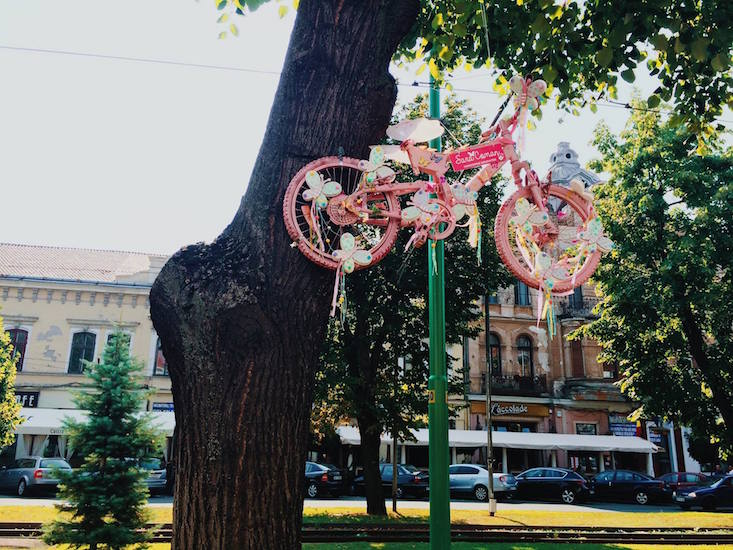 Bicycle art comes to the streets of Romanian city