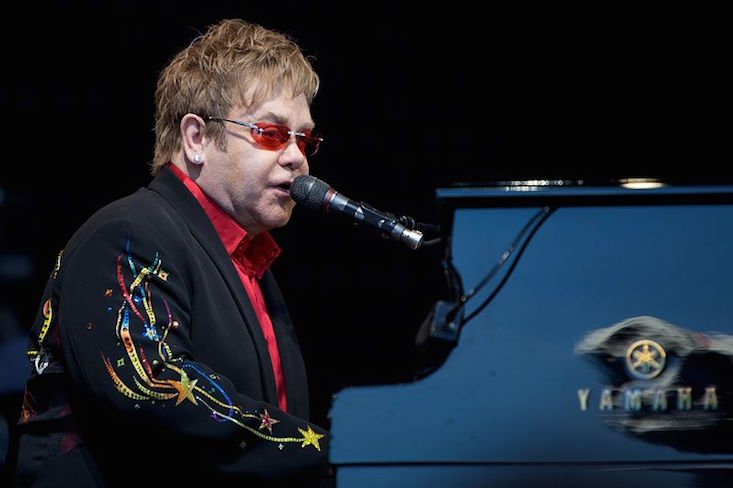 Elton John wants to discuss gay rights with Putin over tea
