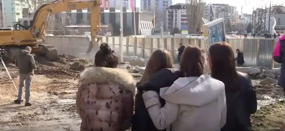 Wall comes down in divided Kosovo town