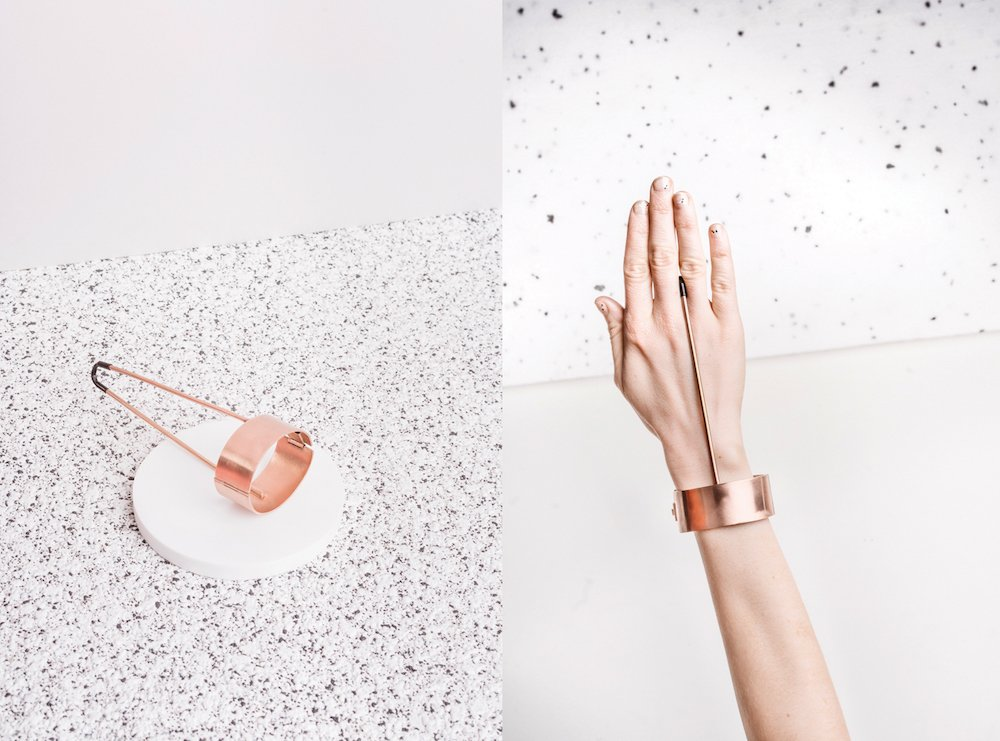 MIKO+: the contemporary Polish jewellery that works like a physio at your desk