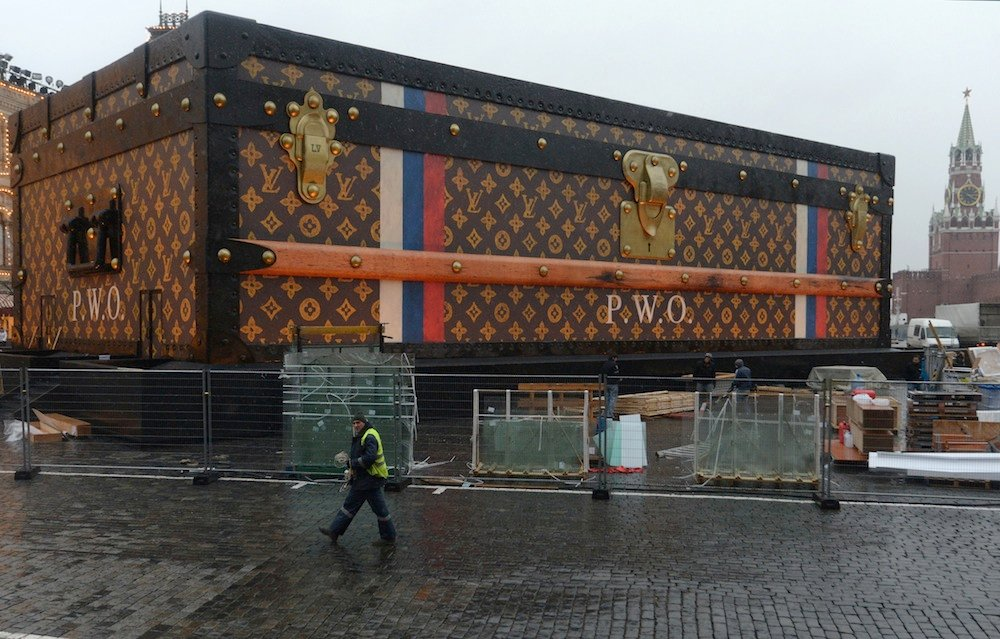 Giant Louis Vuitton case on Red Square to be removed