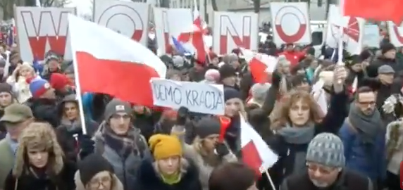 Polish protests against press restrictions continue